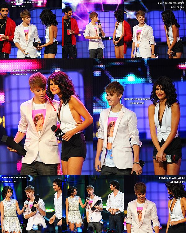 """Dimanche 19 Juin : Selena sur le Red Carpet des """"Much Music Video Awards 2011"""" à Toronto au Canada. Top ou Flop ? Pour C'est un Flop."""