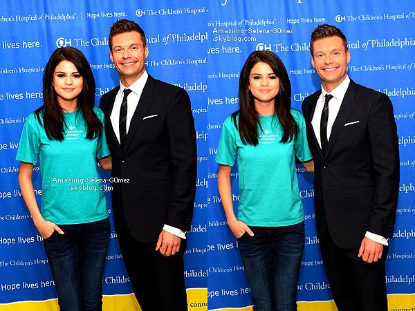 """Vendredi 15 Juillet : Selena à l'hopital de Philadelphie Pour Rencontrer des Enfants Malades et Pour le lancement """"The Voice"""" Fondé Par Ryan Seacrest ."""