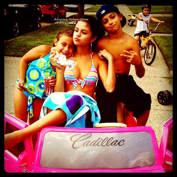 Mercredi 10 Août : Selena Donnant un Concert Pour Sa tournée au DTE Energy Center à Clarkston.