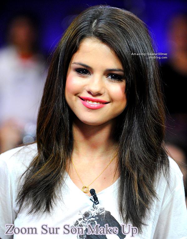 """Mercredi 24 Août : Selena Absolument Sublime et Toute Souriante dans l'émission MuchMusic """"New Music Live"""" à Toronto au Canada."""