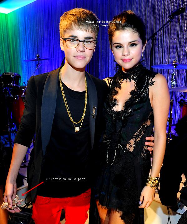 Dimanche 28 Août : Selena sur Le Red Carpet des MTV Vidéo Music Awards 2011 qui se Déroule à Los Angeles. Top ou Flop ? J'aime tout sauf sa Robe.