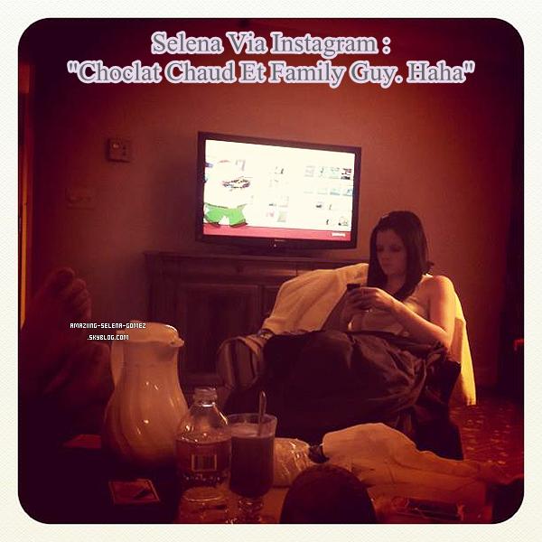 Selena a Postée une Nouvelle Photo sur son Instagram  en Compagnie Ashley Cook Datant du 2 Septembre.