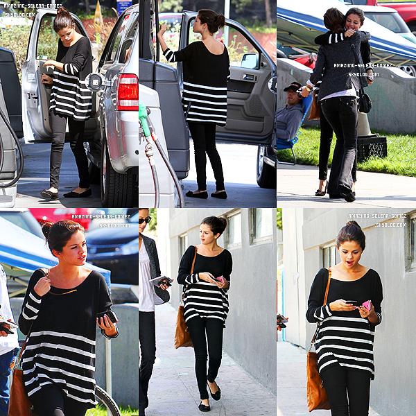 Jeudi 29 Septembre : Selena avec Ashley Cook Déjeunant au Restaurant IHOP.