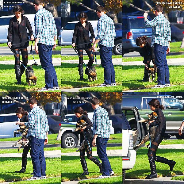 Lundi 31 Octobre : Selena et Justin Bieber Posant dans les Coulisses de l'émission de Jay Leno.