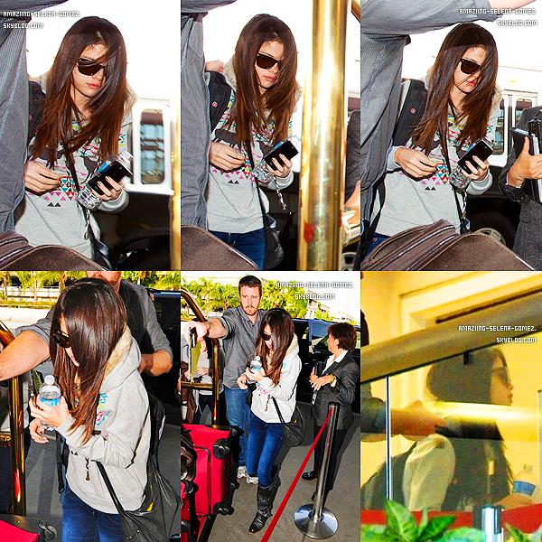 """Jeudi 1er Décembre: Selena Performant au Concert du """"Jingle Ball 2011"""" Pour la Radio 107.9 à Sacramento."""