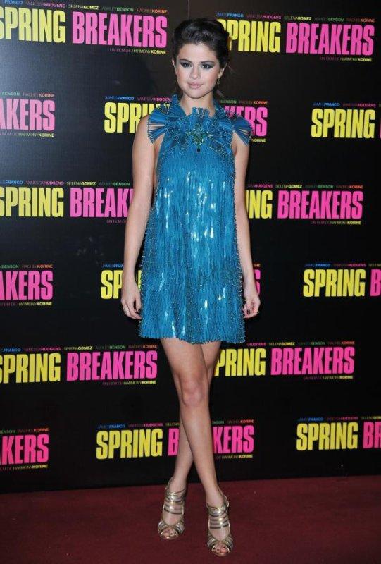 """Selena Gomez avant-hier à Paris.Pour l'avant premiere de """"Spring Breakers"""""""