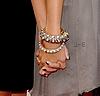 Prend ma main , tiens la bien et partons..