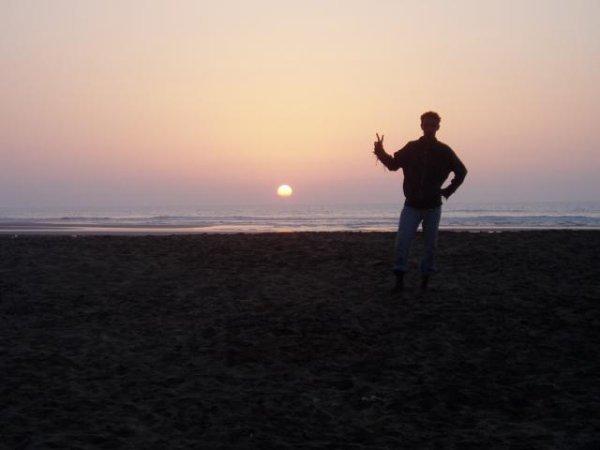 moi a la plage de ma ville c la plage blanche le 3eme grand plage au monde c vrai