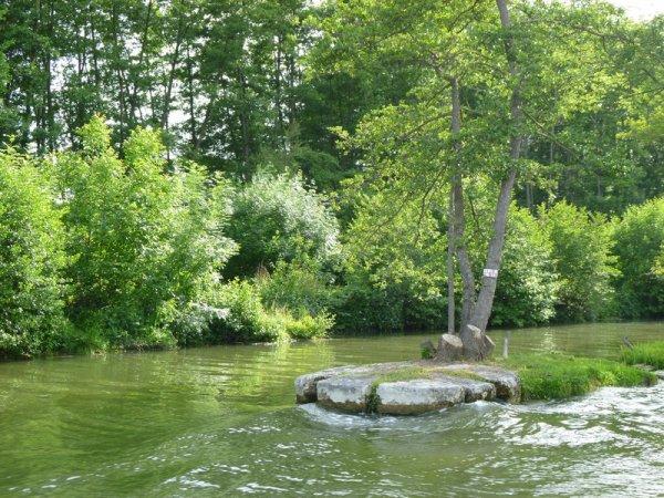barrage et écluse de Champlay...
