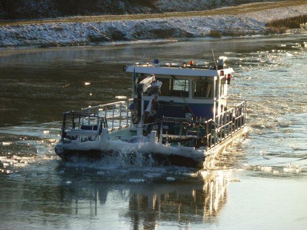 brise-glace LE DUROC en aval de Réchicourt
