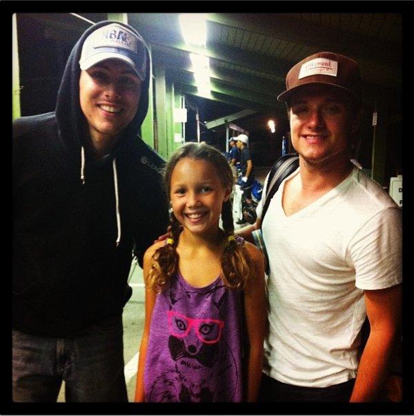 Photo de Josh avec des fans à Los Angeles,prise le 4 août 2013.