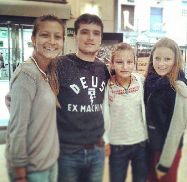 Photo de Josh avec des fans en Espagne,Spain.