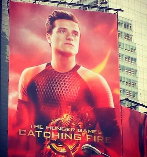 "Nouvelles photos promo de ""Catching Fire""à Times Square,New York."