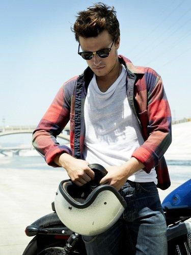 """Nouvelles photos de Josh pour """"Seventeen Magazine""""."""