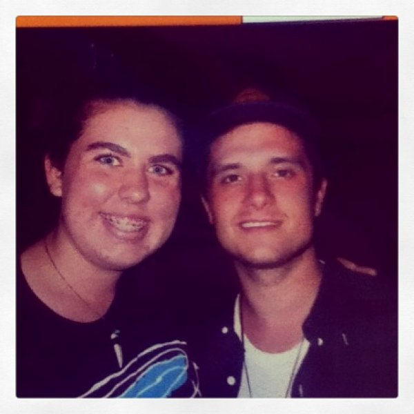 Photo de Josh avec une fan avant le concert des Walk the Moon,prise le 16 octobre 2013.