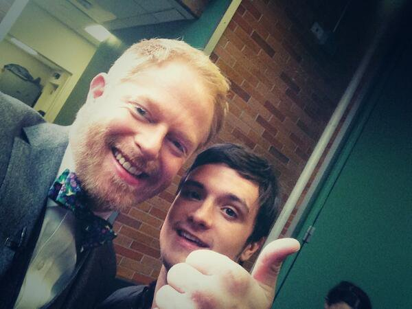 "Photo de Josh avec l'acteur Jesse Tyler Ferguson à l'émission ""Good Morning America"",à New York,le 19 novembre 2013."