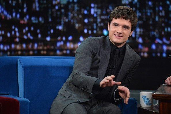 "Photos de Josh au ""Late Night with Jimmy Fallon"",à New York,le 26 novembre 2013."