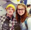 Photo de Josh avec une fan dans un avion,le 1er décembre 2013.