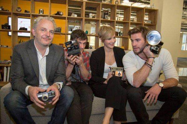 """Nouvelles photos du cast de """"Catching Fire"""" au Global Google+Hangout."""
