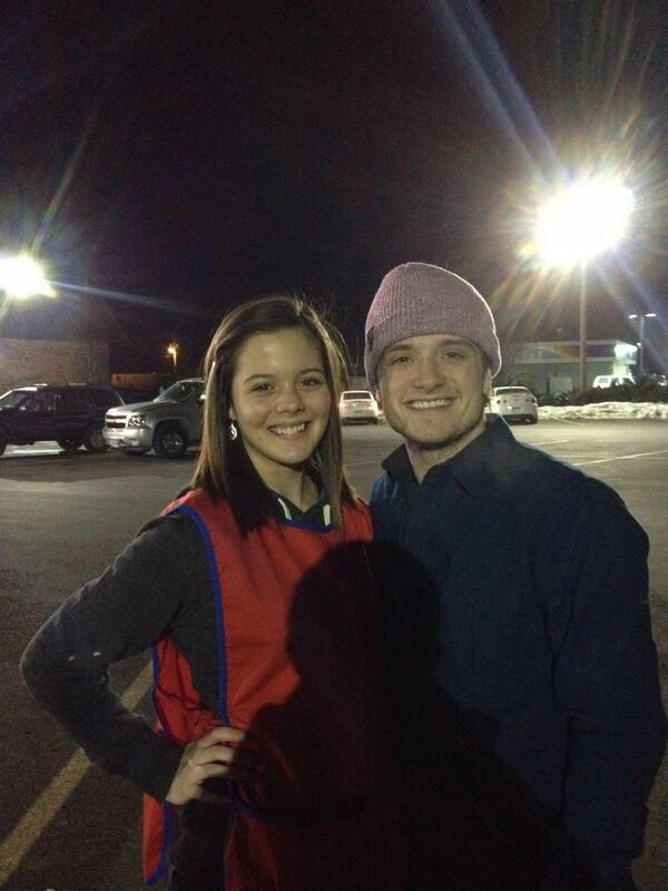 Photo de Josh avec une fan,à l'ouest de la Virginie,prise le 01er janvier 2014.