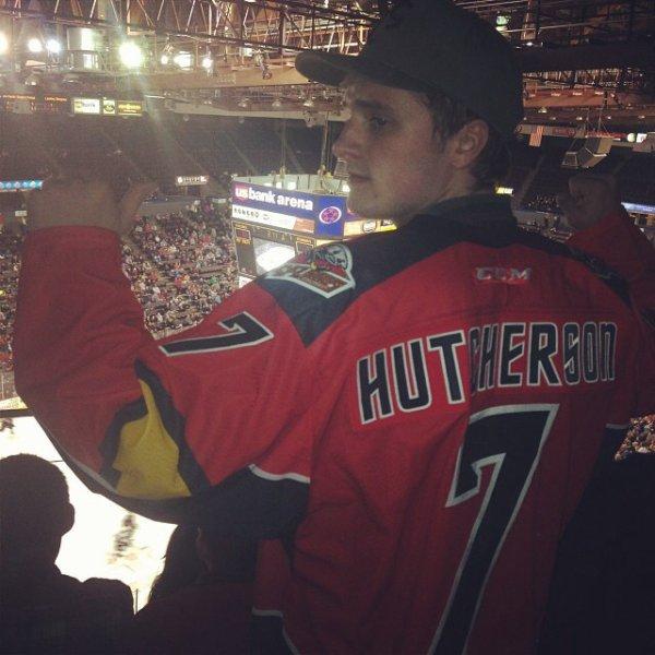 "Photos de Josh au match de hockey ""Cyclones VS Stingrays"",à Cincinnati,le 17 janvier 2014."