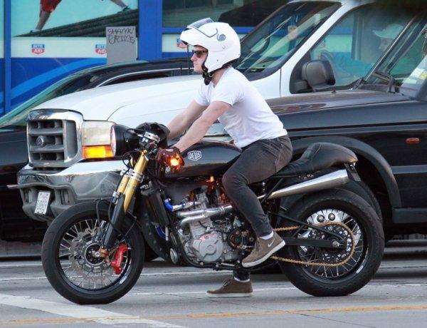 Photos de Josh sur Sunset Boulevard,le 10 février 2014.