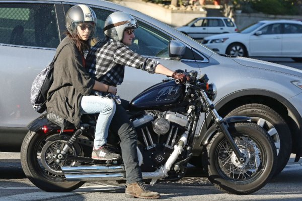 Photos de Josh avec Claudia,à Los Angeles,le 23 février 2014.