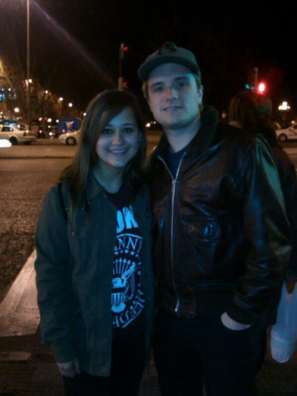 Photo de Josh avec une fan,à Madrid,le 26 mars 2014.