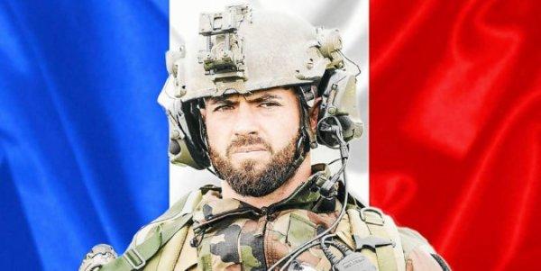 Un soldat français de 34 ans a été tué en opération, au Mali, ce vendredi 24 septembre au matin. Il s'agit du caporal-chef Maxime Blasco, du 7e bataillon de chasseurs alpins de Varces (Isère). Hommage à lui !!!