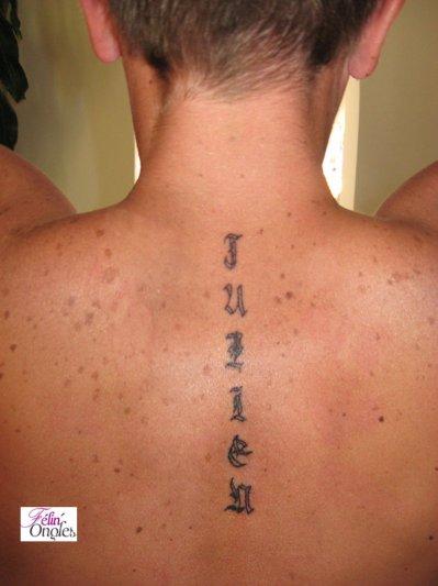 tatouage prénom dans le dos ! - félin'ongles