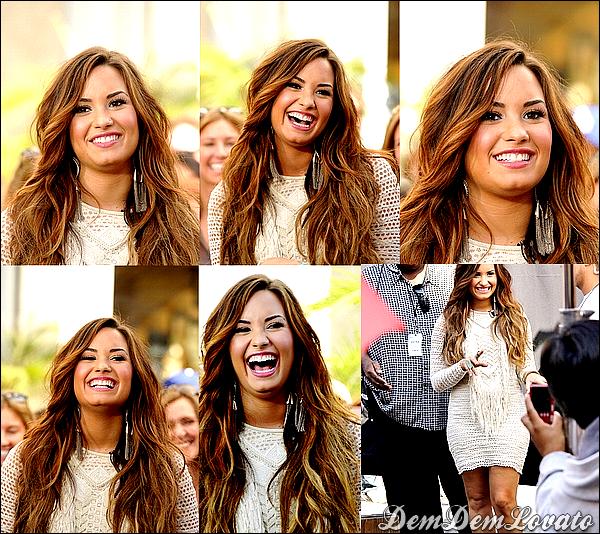 """. ●11/10/2011 - Demi était présente à l'émission """" Extra """" au Groove à Los Angeles . ."""