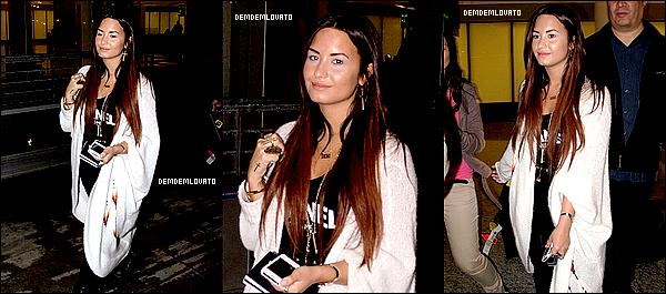 . ● 12/10/2011 - Demi à l'aéroport international Pearson à Toronto au Canada .