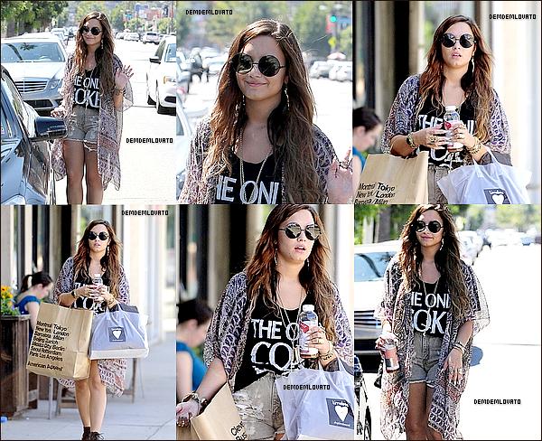 . 2/8/2011 - Demi , magnifique faisant encore du shopping dans L.A . .