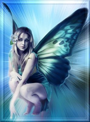 Une femme papillon.