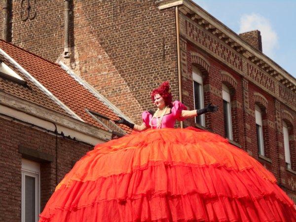 le 19 juin Carnaval  .  Poupées  chanteuses lyriques