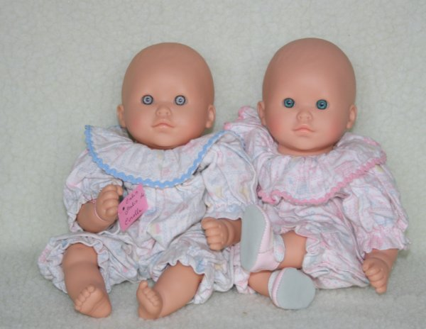 Les Câlins  de Corolle  Différence : yeux bleus en 1996 yeux verts en 1995