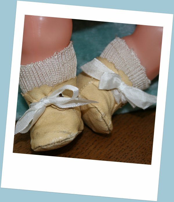 Marie-Christine/ou/Nouveau né 1938 de Raynal /    Chaussures et chaussettes d'origine