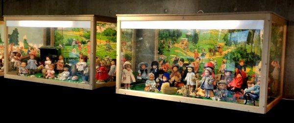 Exposition M&T à Lambersart près de Lille Aujourd'hui direction Lambersart,pour découvrir l'exposition <Les poupées de Modes et travaux Voici un aperçu ,pris avec mon portable. Les photos ne sont pas nettes . De très jolies vitrines  mises en scènes.