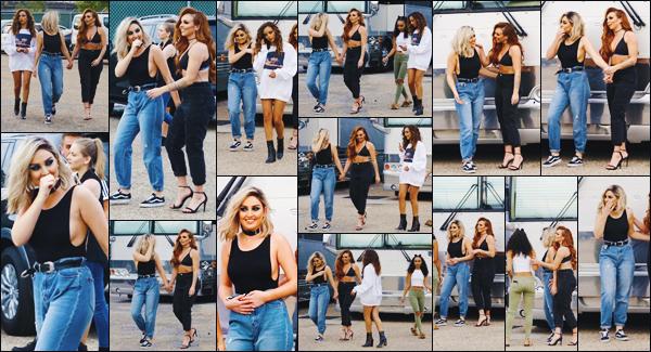 11 avril 2017 🌷 Les filles ont été photographiées ensemble devant  une salle de concert  juste avant le show à la Nouvelle Orléans.