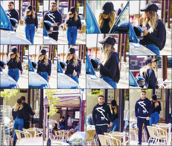 19 avril 2017 🌷 Perrie Edwards et Alex Oxlade-Chamberlain ont été photographié en  petite balade  dans les rues de Londres - AN.