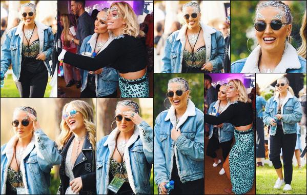 19 août 2017 🌷 Perrie Edwards a été photographié alors qu'elle était au populaire « V Festival »  qui était organisé à Chelmsford.