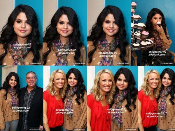flash-back - le 26 avril 2012 - Selena était sur le tournage de « Funny Or Die » où elle a été interviewé par Elvis Duran.