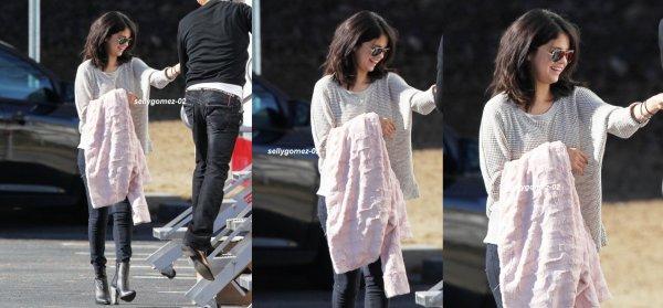 """le 21 janvier 2015 - Selena sur le plateau de """"The Fundamentals révisées de la prestation de soins"""" à Atlanta, Géorgie"""