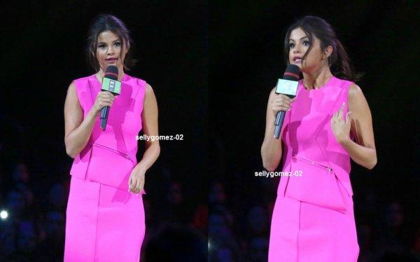 flash-back - le 22 octobre 2014 - Selena a présenté le We Day à Vancouver