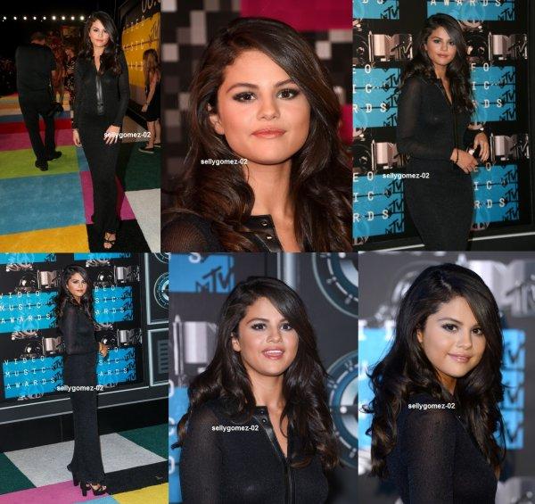 le 30 aout 2015 - selena a Participer les 2015 MTV Video Music Awards à Los Angeles, Californie - Arrivées