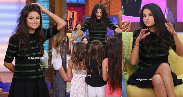 le 18 septembre 2015 - selena En arrivant à ¡Despierta América! à Miami, Floride