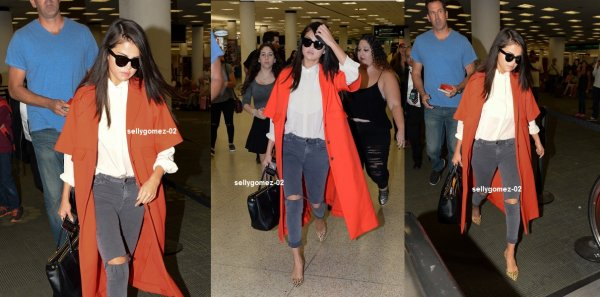 le 19 setpembre 2015 - Selena arrivant à l'aéroport international de Miami pour prendre un vol à Miami, Floride