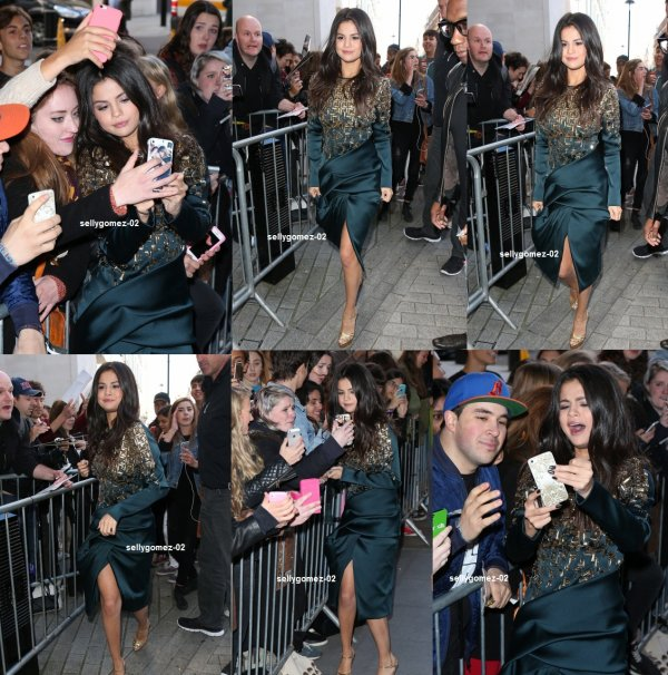 le 25 septembre 2015 - selena En arrivant à la BBC Radio One à Londres, Angleterre