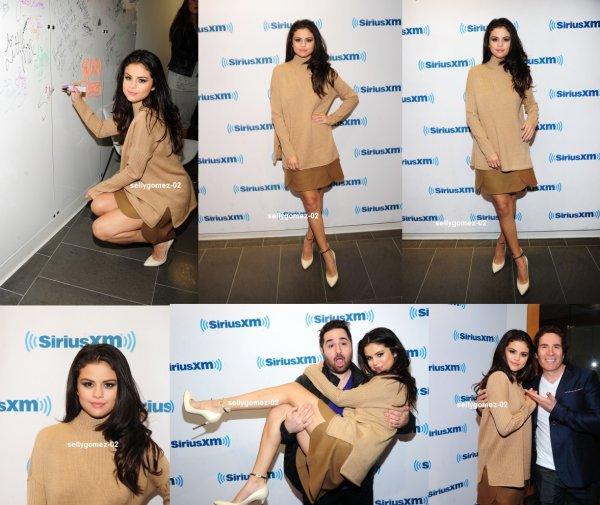le 12 octobre 20105 - Selena arrivant à l'hôtel Greenwich à New York City, NY