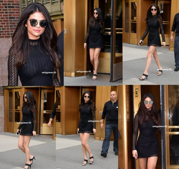 le 13 octobre 2015 - Selena arriver à un bâtiment à New York, NY